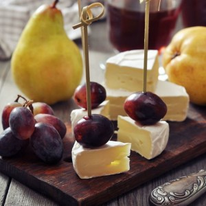 canapes-de-camembert-aux-prunes